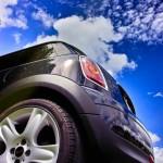 サンシェードを車のフロントに付ける効果と吸盤対策と固定方法は?