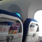 飛行機内で女子におすすめの過ごし方と美容法と服装とは?
