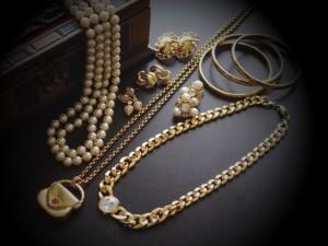 ファッションアイテムとしてゴールドのアクセサリーはとても人気ですよね。